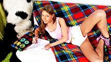 Krystal Boyd haciendo el amor con su oso panda de peluche favorito