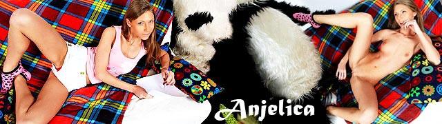 Krystal Boyd faire l\'amour avec son ours panda en peluche préféré
