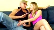 Christoph Clark enculando a una joven tímida y obediente