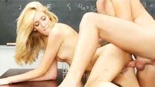 En este colegio las alumnas acaban follando en sus horas libres