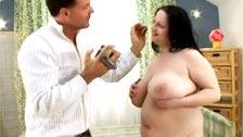 Gorda ninfómana realiza mamadas antes de ser follada y enculada