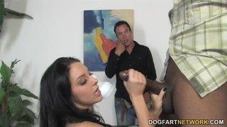 Stephanie Cane tradisce suo marito con un nero