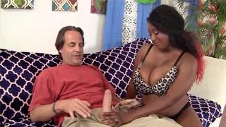 Schwarzer Regen Marie Leone bekommt Sperma im Gesicht