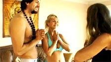 Reality show com Brandin Rackley aprendendo yoga e transando