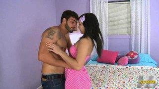 Die sexy Mandy Sky wird anal von ihrem Freund gebohrt werden