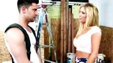 Tasha Reign seduce a una obrero para que la meta una gran follada