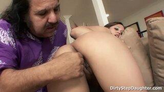 El viejo Ron Jeremy follando con la joven Lynn Love