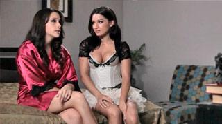 Breve lesbiche e intenso con Chanel Preston e Ann Marie Rios