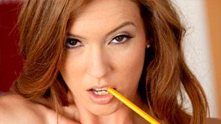 Maddy O\'Reilly é punida pelo seu professor por não estudar