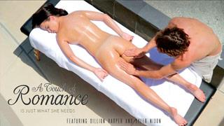 Dillion Harper recibe un masaje sensual embadurnada en aceite