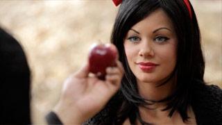 A Rainha Jessica Drake fode a Branca de Neve, papel feito por Riley Steele