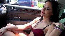 Sesso amatoriale sul sedile posteriore con la sfacciata Zelda
