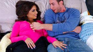 A latina Jynx Maze deixa Jordan Ash louco com sua bunda