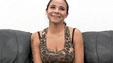 La amateur Audrey se muestra decidida follando en un casting porno