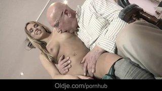 A sensual Aleska Diamond desfruta ao ser transar com seu novo namorado