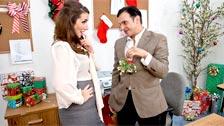 Anthony Rosano si scopa il suo capo femminile Paige Turnah in ufficio