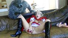 videos wolf erwischt rotkäppchen beim masturbieren bumst .
