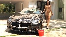 Jayden James obtient cornée comme l\'enfer tout en lavant une voiture de sport de luxe
