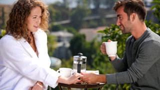 Kimber Day y Logan Pierce follando en una escena romántica