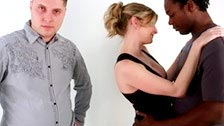 Un hombre negro se folla a Lya Pink delante de su marido