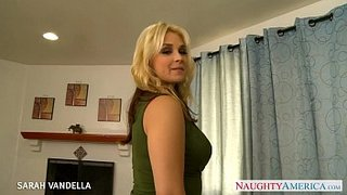 Tommy Gunn jodiendo con fuerza la vagina de Sarah Vandella