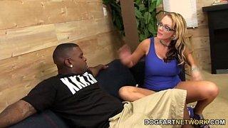 Nikki Sexx follada por Ricco Strong con su marido cornudo presente
