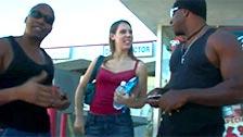 La caliente Mia Freak participa jodiendo en un trío interracial