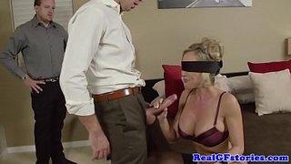 Brandi Love scopa con uno sconosciuto di fronte a suo marito