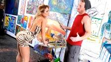Sheena Shaw vestida con medias y liguero y follando con un artista