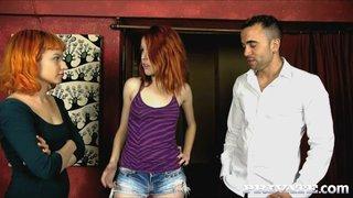 Las cantantes Amarna Miller y Eris Maxim folladas por su productor