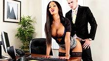Elicia Solis, die perfekte Sekretärin