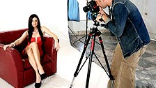Niewierna India Summer uprawia seks z fotografem w jego studiu