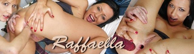Sexo lésbico com Amanda e Raffaella usando os punhos