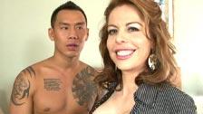 O chinês tatuado Keni Stykes transa com a madura Kora Peters