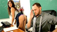 L\'insegnante Alec Knight scopa con la sua studentessa Bella Rey