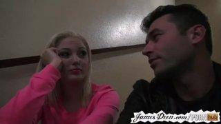 James Deen se folla a Jenna Ivory en la habitación de un hotel