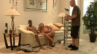 El esposo de Sally D\'Angelo observa como su mujer es follada