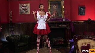 Jasmine Black haciendo de muñeca sexual y siendo follada