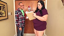The fat nympho Becki Butterfly fucking with the delivery man