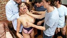 Tori Avano macht einen Gangbang mit den Freunden ihres Mannes