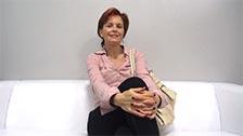 Veronika, eine reife Tussi mit haariger Muschi, nimmt an ihrem ersten Casting teil