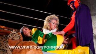Chanel Preston in un video porno XXX vestita da supereroina americana