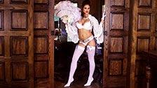 Striptease excitante com a bela Jaclyn Swedberg usando uma lingerie sexy