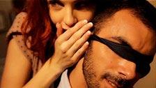 Hiszpanka Amarna Miller zdradza swojego chłopaka na jego oczach