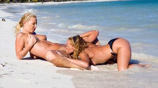Lesbico en la playa con Kathy Campbel y Angelina Love