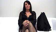 Die alte Eva gibt in einer Pornoszene ihr Bestes