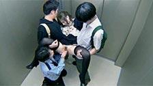 Japonka Azumi Yukino seksualnie wykorzystana w windzie