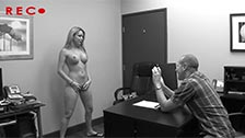 Courtney Cummz transa como louca em seu primeiro filme pornô