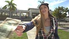 Layna Landry recebe dinheiro de um estranho em troca de sexo