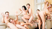video schwarze und weisse girls feiern im club eine gruppensex orgie in hd video